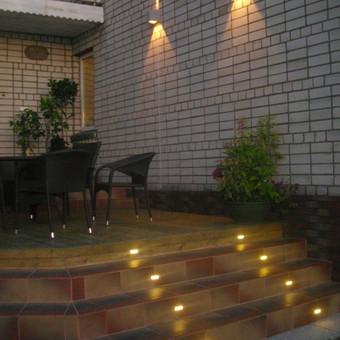 Lauko terasos fragmentas su apšvietimu,projektuota,prisitaikant prie senos statybos namo eksterjero.
