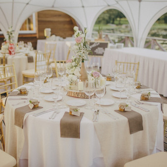 Vestuvės ant liepto Nuotrauka: http://www.baltiremeliai.lt/ Daugiau apie vestuves: https://www.facebook.com/media/set/?set=a.850230518405671.1073741842.221162067979189&type=3