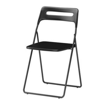 Juoda sulankstoma kėdė