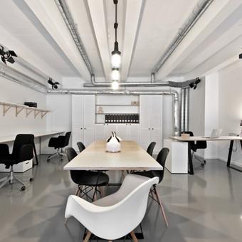 Dekorama - interjero loftas Pilnai  įrengėme interjero studiją. Atlikome visus apdailos darbus, išbetonavome grindis, įrengėme liejamas epoksidines grindis, įrengėme šildymo sistemą, sante ...