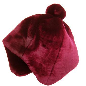 """DĖMESIO! Perkant Vilniaus Kailiai kepurę - Fixoni® ir You Kids® DRABUŽIAI - nuo 5,- iki 25,- Lt (nuo 1,45 € iki 7,24€)!  Šilta ir stilinga mutono kepurė mergaitėms.  Mutonas - tai avies kailis, nukirptas trumpai tokiu būdu siekant išgauti minkštą, tankų bei glotnų kailio paviršių. Plaukas yra ištiesinamas, apdorojamas taip, kad taptų minkštu ir drėgmę atstumiančiu. Šis kailis tankus, todėl mutono kepurės neleidžia sušalti net atšiauriausią žiemą ir kuria išskirtinį stilių. O šį sezoną tai ypač aktualu, kadangi Europos mados kūrėjai ir šiemet rekomenduoja puoštis natūraliais kailiais.  Sudėtis: mutonas - Naujojoje Zelandijoje ar Australijoje augančių avių kailis, pamušalas – 100% poliesteris  Spalva: burgundijos bordo, pamušalas - aukso šviesiai ruda  Kepurės dydis 57 cm (galvos apimtis) vaikams nuo 7 metų amžiaus ir daugiau.  Gamintojas AB """"Vilniaus kailiai"""" - didžiausia Lietuvos kailių ir odos gaminių gamintoja."""
