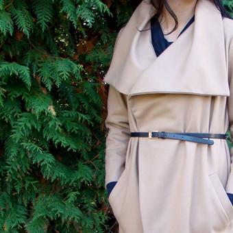 Paltukas Laisvas, diržu sujuosiamas paltukas. Diržas iš paltinės medžiagos, taip pat galima derinti su bet kokiu mėgstamu diržu. Su pašiltinimu. Sudėtis: 70% vilna, 20% poliesteris, 10% e ...