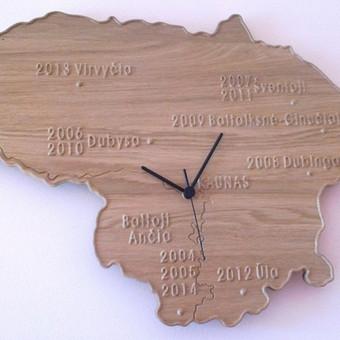 Laikrodis pagal special užsakymą. Galima pažymėti norimus Lietuvos objektus. (Ąžuolas)