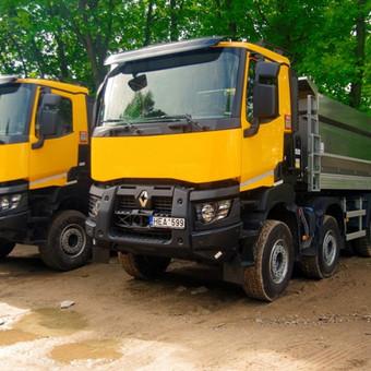 Renault K (4-ašiai) savivarčiai.  Pravažumas 8x4;  2014m. Turime ir kitos statybinės technikos.