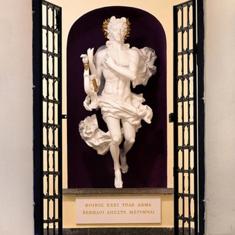 """Dekoratyvinė skulptūra """"Apolonas"""", Vilniaus universitete, filologijos fakultete. Aukštis - 2 m."""