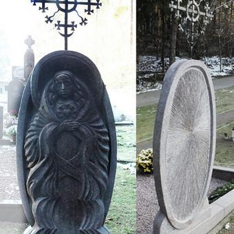 Antkapinis paimklas, Antakalnio kapinėse, Vilniuje. Granitas, aukštis (su kryžiumi) - 2 m.