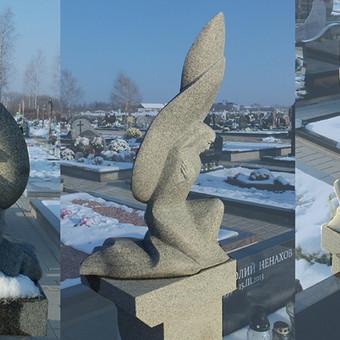 Antkapinė skulptūra, Liepynės kapinėse, Vilniuje. Granitas, h - 70 cm.
