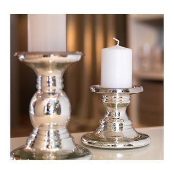 Sidabro spalvos žvakidė, keramikinė. Tinka ilgoms ir storesnėms žvakėms. Aukštis: 11 cm. Sandėlyje: 30 vnt.  Kaina 1 vnt - 1,00 €