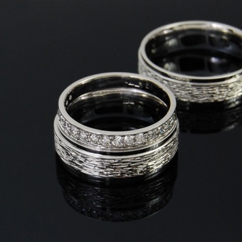 Au585, briliantai 0,37ct. Trys žiedai.