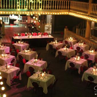 Kai aplinka ir vestuvių tema neatskiriama - Rock'n'roll. Dekoravo: www.dkdizainas.lt