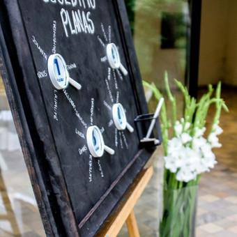 Drąsūs jaunieji nepabijojo savo vestuves atšvęsti mokyklinio įvaizdžio aplinkoje.  Dekoras: www.dkdizainas.lt