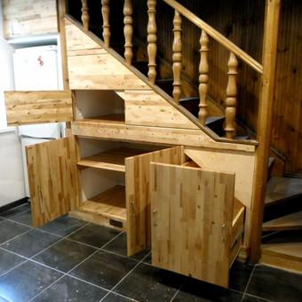 Spintelės po laiptais 2