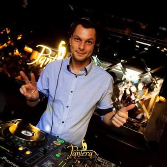 DJ su garso, bei apšvietimo įranga / Juozas Čybas / Darbų pavyzdys ID 47526