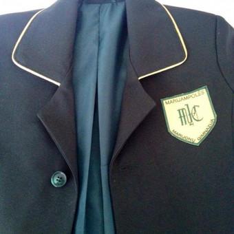 Marijampolės Marijonų Gimnazijos berniukų uniforminiai švarkai. Yra galimybė užsisakyti ir kitų mokyklų bei gimnazijų uniformos.