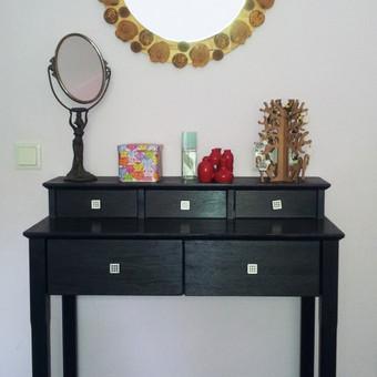 Tualetinis staliukas ir veidrodis
