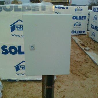 Elektros paskirstymo dėžės (statybos reikmėms) montavimas gyvenamam namui prie Vilniaus, Nemėžio m. Pridavimas Valstybinei energetikos inspekcijai.