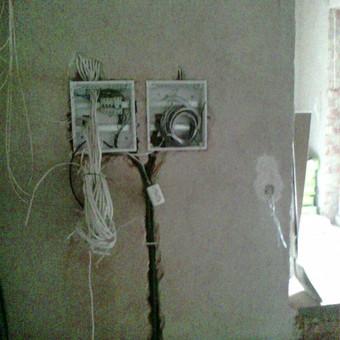 Gyvenamo namo elektros instaliacijos išvedžiojimas, paskirstymo skydų įrengimas I etapas