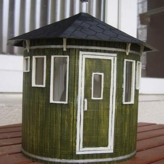 Vertikalios saunos modelis.