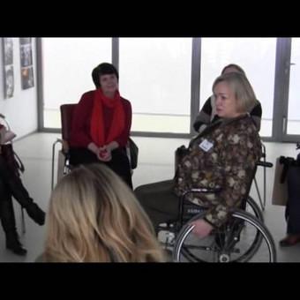 """Praktinio seminaro """"Proceso drama naudojant lėles"""" fragmentas, konferencijoje """"Psichologinė pagalba neįgaliesiems taikant meno terapijos metodus"""", vykusioje Alytuje."""
