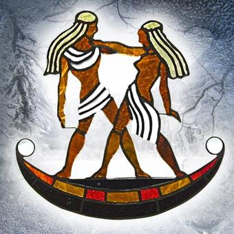 Vitražo miniatiūra. Kabinama ant lango Zodiakas DVYNIAI