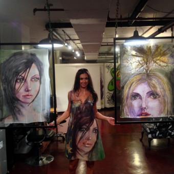 """Silko paveikslai Parodoje Majamyje - """"Skaidrumas"""" ir """"Gridas"""" ireminti stikle kabantys erdveje. Tai puiki interjero detale kuria nebutina kabinti ant sienos - PARDUOTA"""