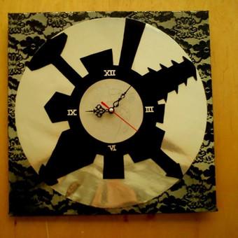 """Laikrodis ,,Radviliškis"""" 2013m. (Vinilo plokštelė, gipiūras, kartonas)"""