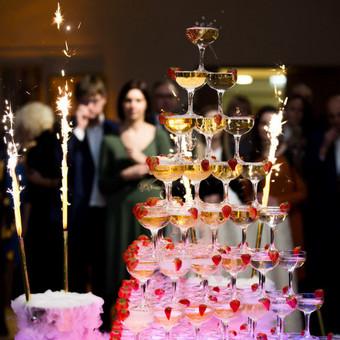 Šampano taurių piramidė by Bubble Tower / Marius Dolbadzė / Darbų pavyzdys ID 394109