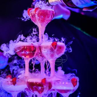 Šampano taurių piramidė by Bubble Tower / Marius Dolbadzė / Darbų pavyzdys ID 394113