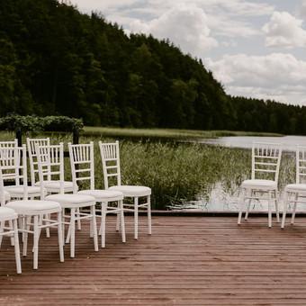 Nuotr. Eglejo.lt Vestuvių ceremonija ant ežero Daugiau: https://www.facebook.com/pinjata.renginiai/