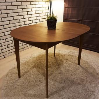 Ąžuolinis prasiplečiantis stalas.