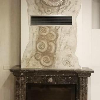 """Židinio marmuro apdailos dizaino projektavimas ir dekoravimas.  """"Fosilijos""""  Veneciano mix medija ( tekstūra + tapyba)"""
