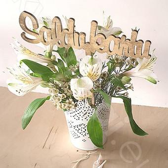 medinė dekoracija gėlių puokštei