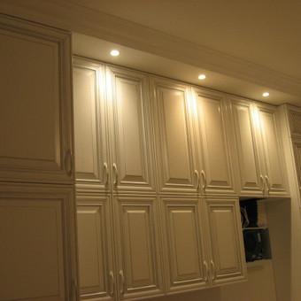 balta klasikinė virtuvė, kolekcija Flaminia (fasadai itališki, visa kita gaminta čia)