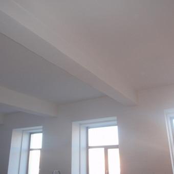 Variantas menininkams - erdvios patalpos loftuose.