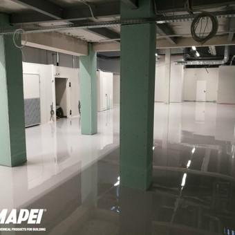 MAPEFLOOR SL savaime išsilyginanti epoksidinė grindų danga. Blizgus paviršius.  Sandėliavimo paskirties patalpos Vilniuje. http://www.mapei.com/public/NO/products/6732-mapefloor
