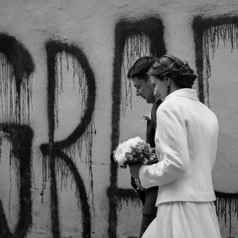 Gabrielė ir Mindaugas. Pakeliui į bažnyčią (vestuvių fotografija)