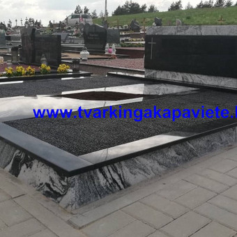 Naujos kapavietės įrengimas naudojant juodą Karelijos ir šviesų wiscount white granitą