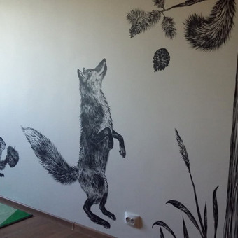 Piešiniai ant sienos vaiko kambaryje. Akrilas.