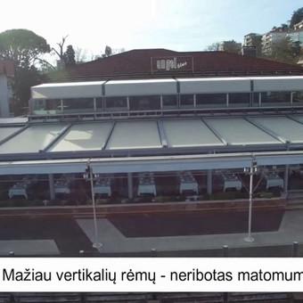 Automatizuota vertikaliai atidaromų stiklų sistema, valdoma jungikliu ir/arba nuotoliniu pulteliu. Panorama stiklinimo sistema puikiai pritaikoma verandose, terasose.
