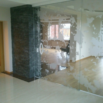 Plėvelės klijavimas, stiklo sienelės / Stiklo Spalvos / Darbų pavyzdys ID 67757