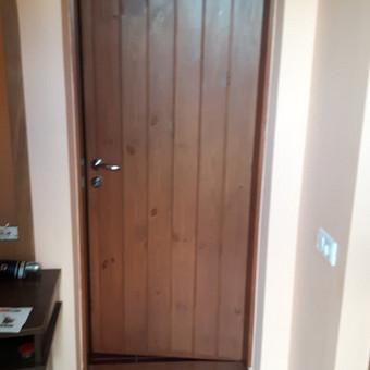Šiltintos vonios durys kaime 7 cm. storio kad neužšaltų vanduo. Tauragnai.