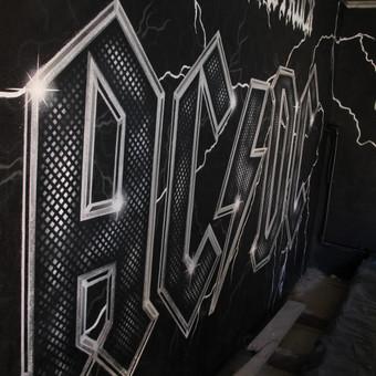 Laisvalaikio erdvės dekoravimas AC/DC