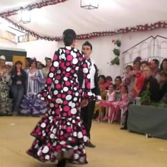 Vienas ispaniškų pavyzdžių, vyro ir moters šokis - sevillana.