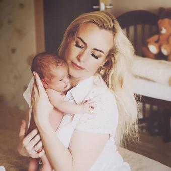 Kūdikių fotosesijos namuose natūraliai:) Fotografuoju be dekoracijų, natūralią šeimos aplinką.