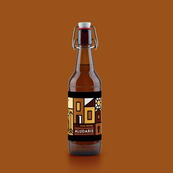Pagal alaus tematiką sukurta lipni etiketė su vietomis ranka užrašyti tektui pvz. alaus rūšis.