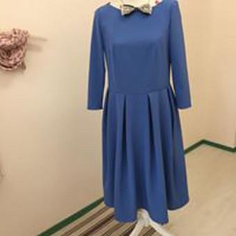 Suknelė, kuri sulaukia daug pagyrų. Teisingas modelis, tiek jaunoms, tiek mokančioms išlaikyti jaunatviškumą. (Audinys klientės)