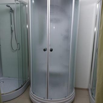 dušo kabinų montavimas