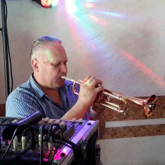 Vokalas, saksofono, trimito, akordeono muzika. www.ziukai.lt