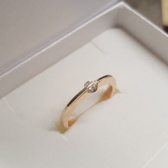 Raudono aukso suzadetuviu ziedas su 0.19 ct deimantu - 510€