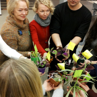 """Klaipėdos universitete, """"Kūrybinių metodų"""" konferencijos patirtinėje grupėje, išbandėme naują jungtį - dramos terapijos metodus, kartu su sodininkystės elementais"""